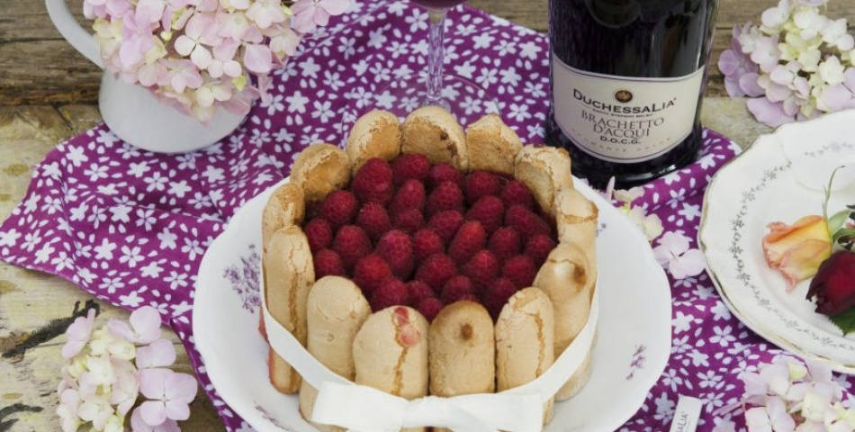 Charlotte with chocolate mousse and raspberries with Brachetto d'Acqui Docg Duchessa Lia